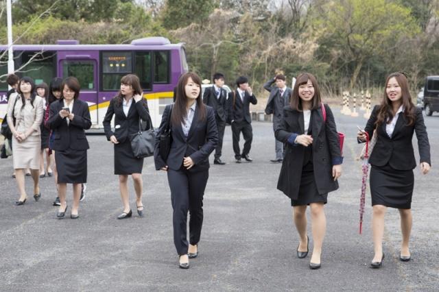 入学 式 女子 大学 スーツ